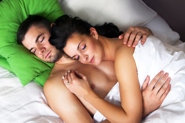 Your Sleeping Positions As Couple Reveal A Lot About Relationship