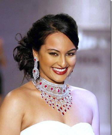Sonakshi Sinha_Maheep-Kapoor-DIamond_Jewellery_thumb[11]