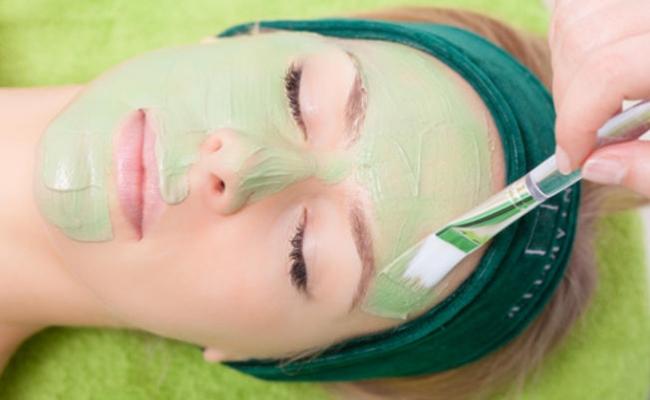 Aloe-Vera-for-acne-scars-1