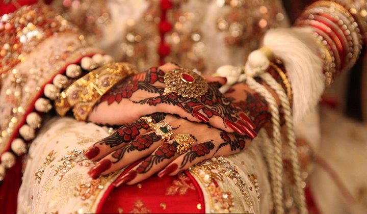 Mehndi Bracelet Designs 2016 : Check these simple mehndi design easy and beautiful