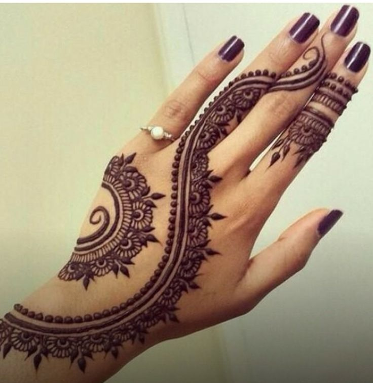 henna-arch-with-leaves