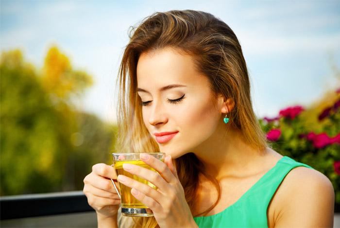 woman-enjoying-green-tea