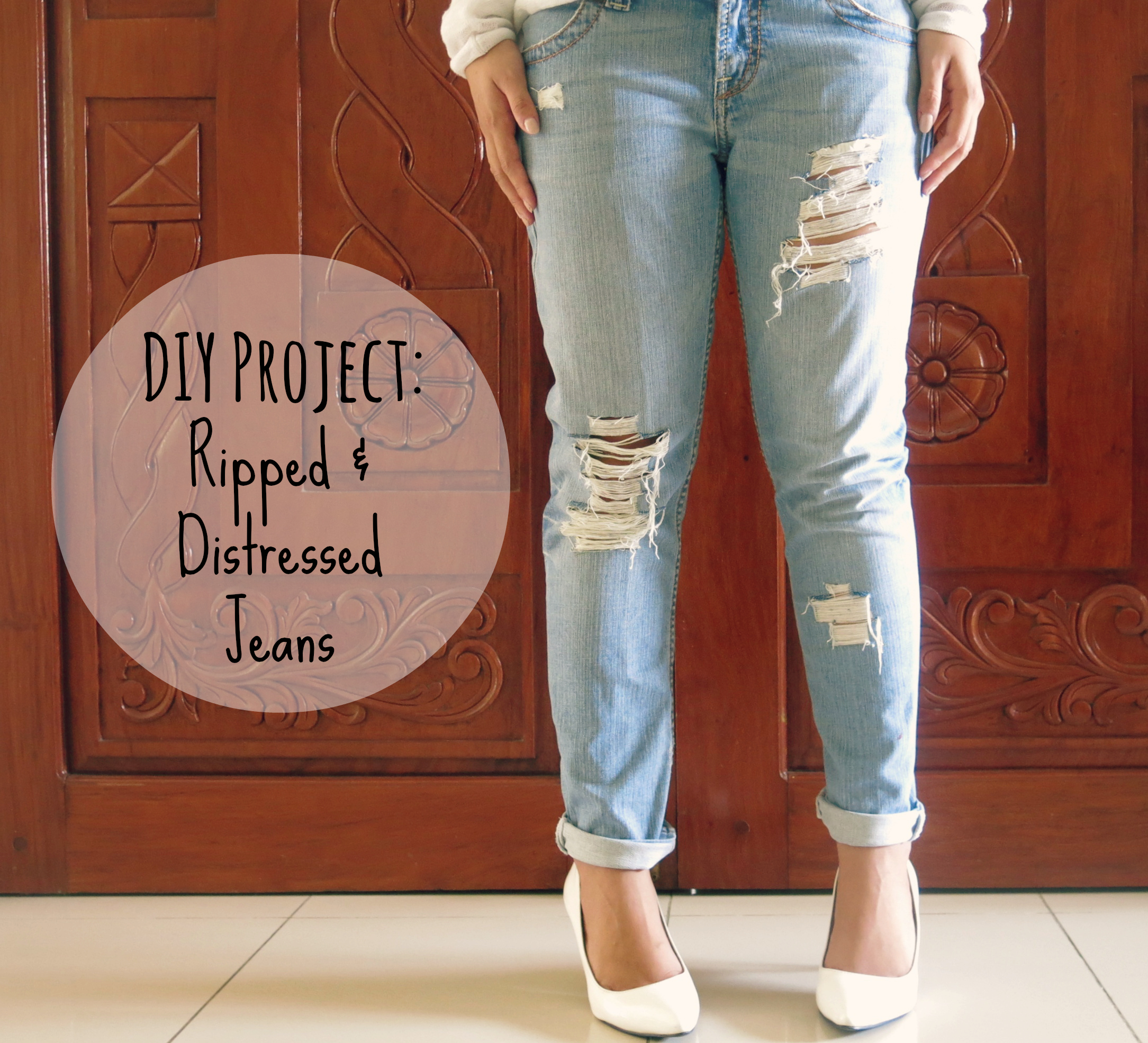 Distressed denim jeans easy diy tutorial trashy eggs 5 super easy diy tips to distress your denim to your hearts content solutioingenieria Gallery