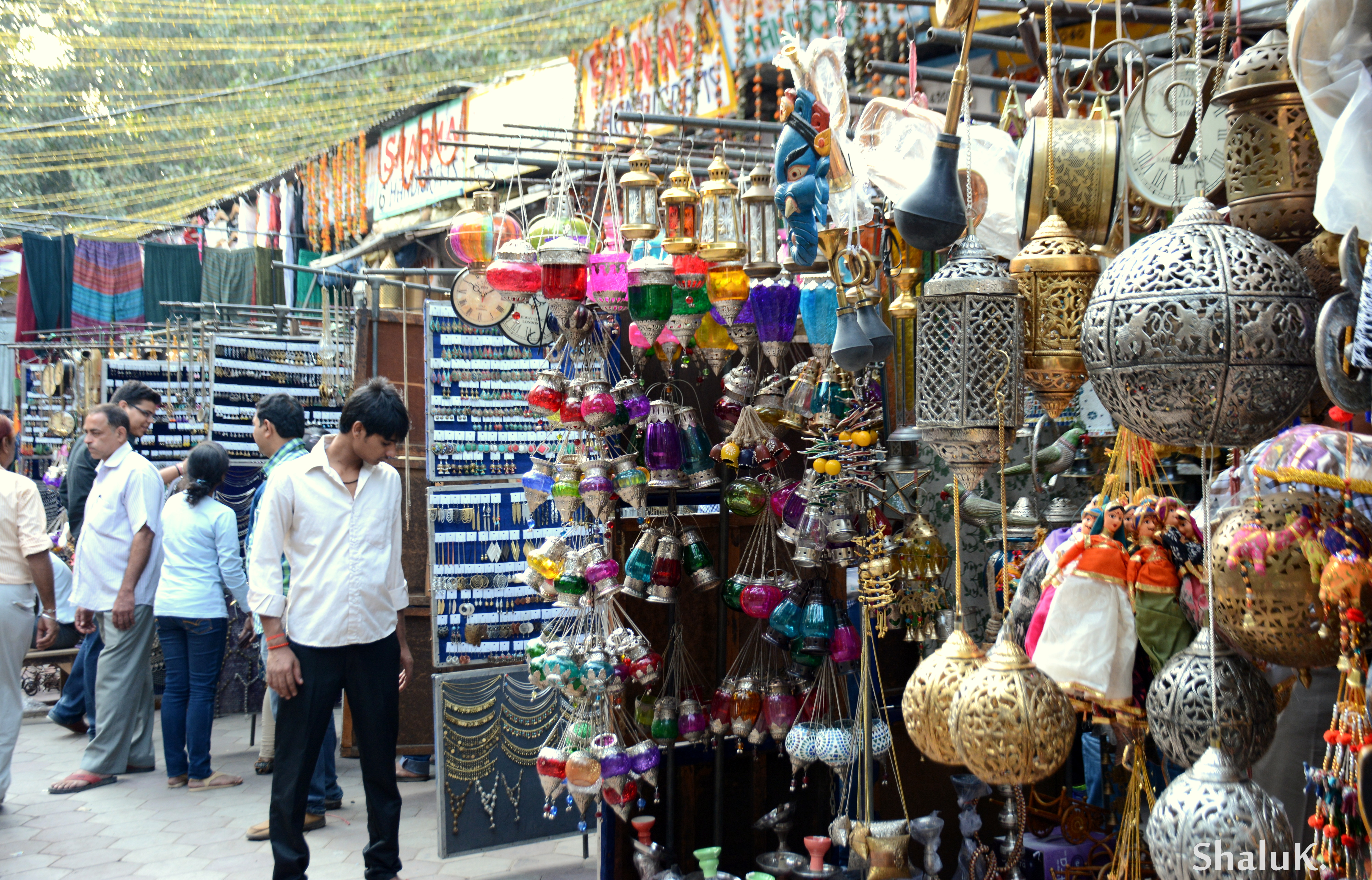 6 reasons why we love the sarojini nagar market more than for Decor international delhi