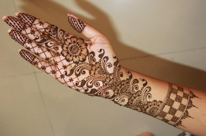 Front hand Mehndi Design 15