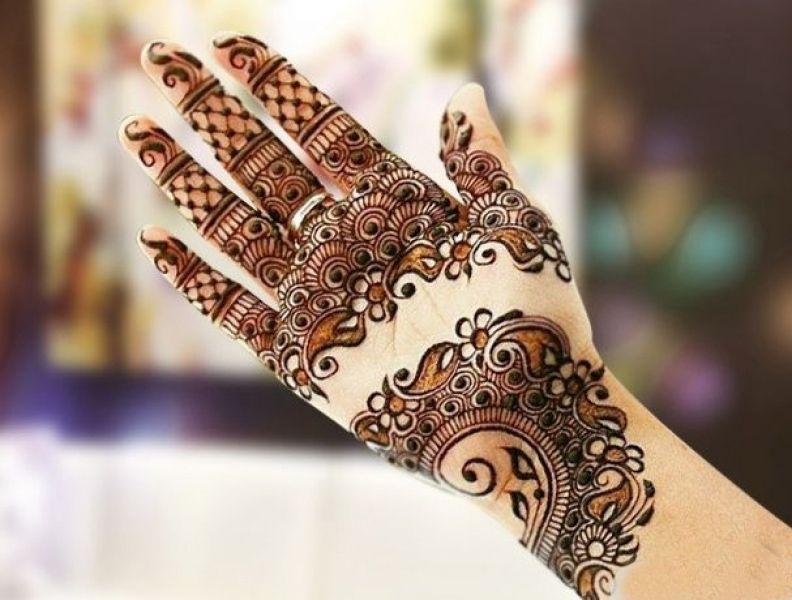 Front hand Mehndi Design 8