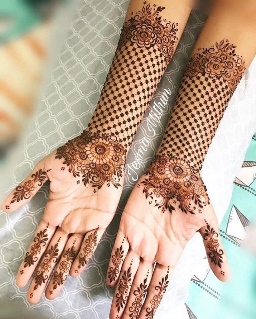 Front hand Mehndi Design 41