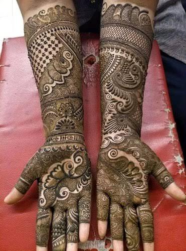 Front hand Mehndi Design 4