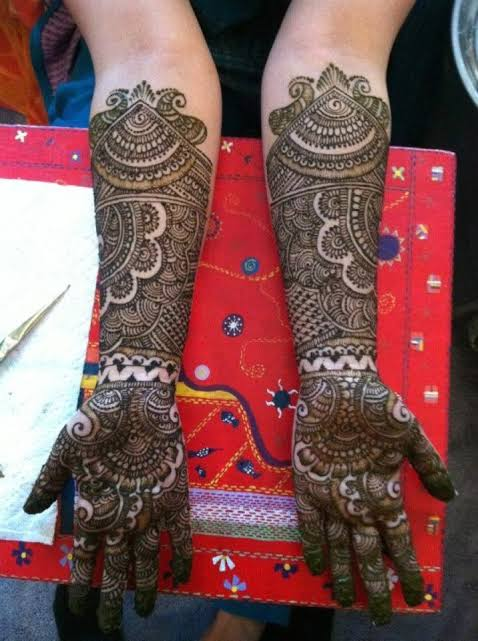 Front hand Mehndi Design 34