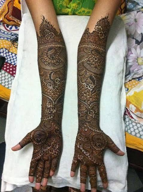 Front hand Mehndi Design 32
