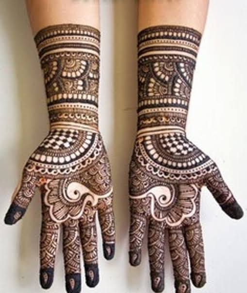Front hand Mehndi Design 28