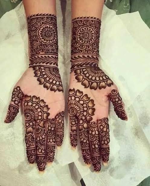 Front hand Mehndi Design 24