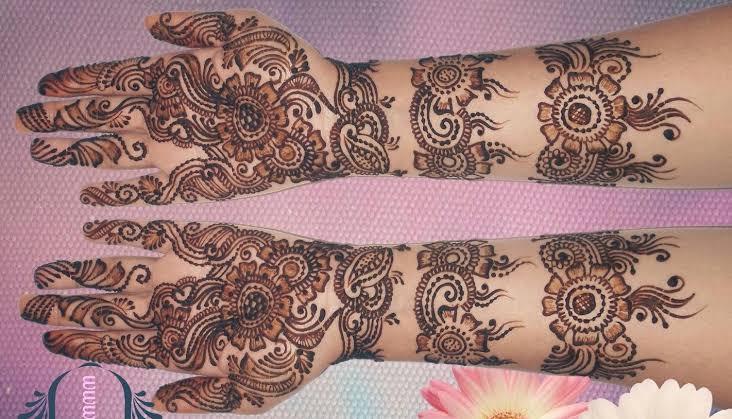 Front hand Mehndi Design 25