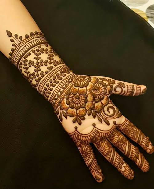 Front hand Mehndi Design 23