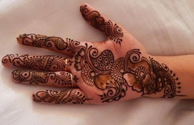 Front hand Mehndi Design 21