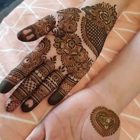 Front hand Mehndi Design 19