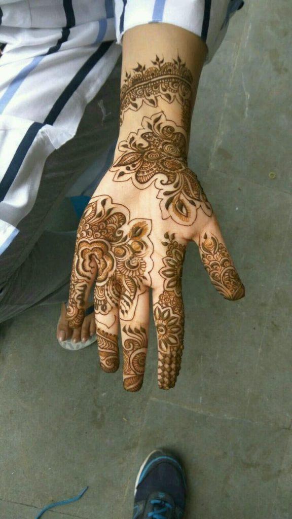 Front hand Mehndi Design 16