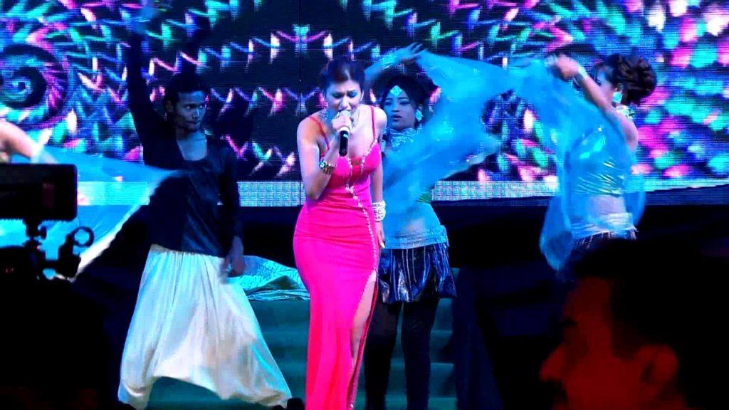 Jasleen Matharu Live Performance on Bigg Boss