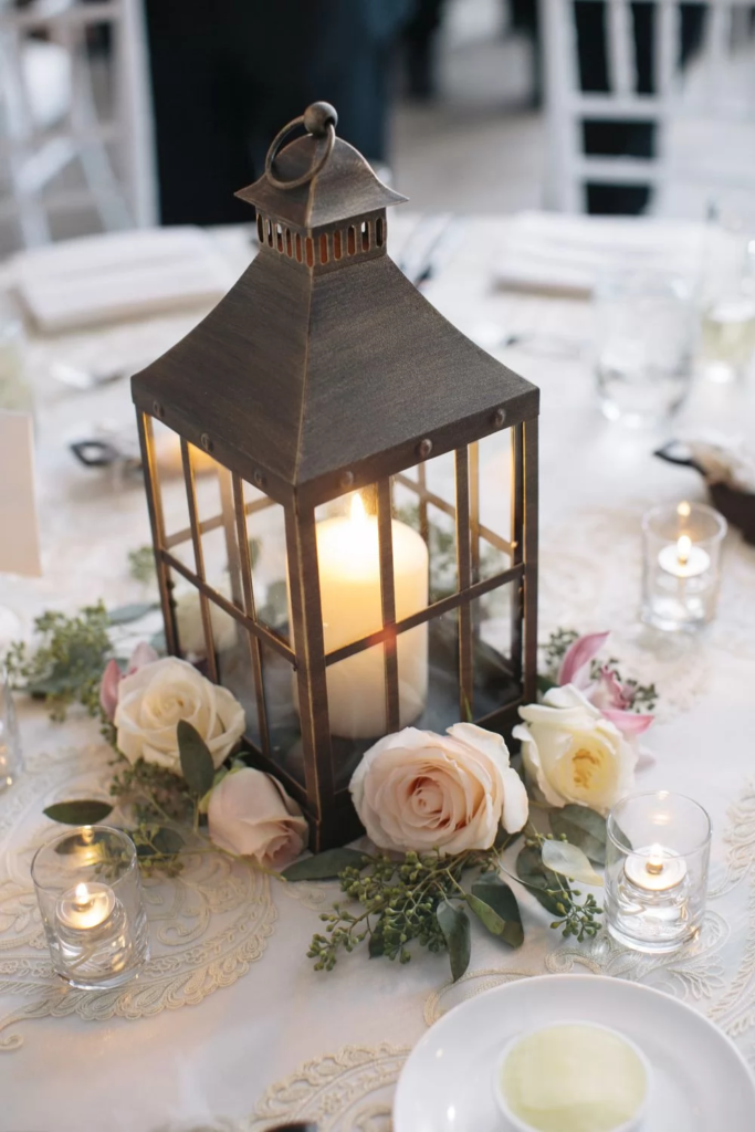 decoration with candles using accessories